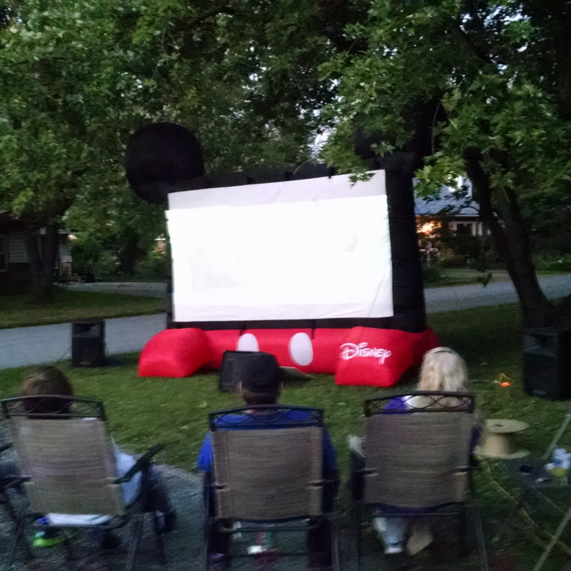 indy big screen indoor outdoors movie screen projection